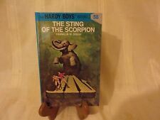 BOOK - THE HARDY BOYS - THE STING OF THE SCORPION - NO 58 - 2004