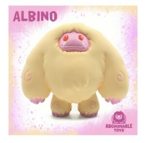 Abominable Toys: DESIGNER CON EXCLUSIVE #1 Albino Chomp IN HAND