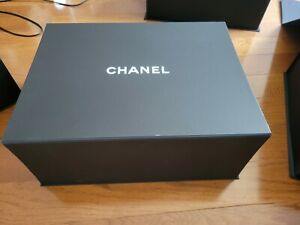 Authentic Chanel Magnetic Bag Storage Gift Box 15x11x6 with flower inside