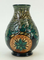 MOORCROFT VASE DECORATED WITH DANDELIONS & FOLIAGE 2009 – HEIGHT:  14CM / 5.5IN