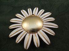 Gold tone Avon Daisy Broche