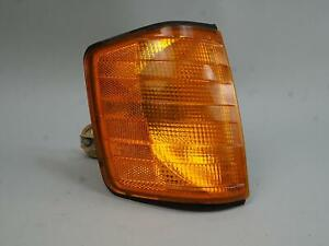 1984 - 1993 MERCEDES BENZ E190 TURN SIGNAL LIGHT LAMP ASSEMBLY FRONT RIGHT RH