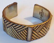 bracelet UNGARO Paris rigide large déco gravé relief massif 81gr. couleur or A16