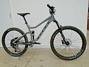 Vitus Mythique 27 VR Mountain Bike (2021) - LARGE - GREY