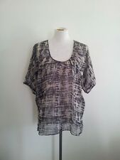 Effortless Style! Hammock & Vine size 10 black & grey top in excellent condition