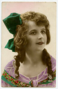 1920s Glamour PRETTY YOUNG LADY French Deco Beauty photo postcard