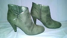 "PREDICTIONS WOMAN'S ANKLE BOOTS SIZE 9 BY AVON 3"" HEEL"