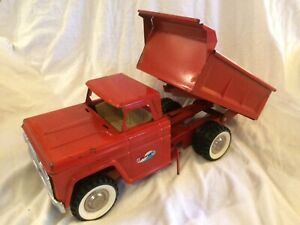 Structo 1966 Red Dump Truck Pressed Steel Canada/USA