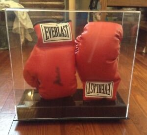 Muhammad Ali signed Everlast Boxing Gloves in Plexiglass Case