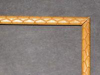 PETIT CADRE ANCIEN BOIS SCULPTE D'ECAILLES 19CMX25.5CM  CADR569