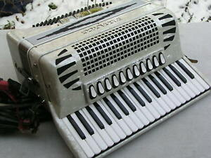 sehr schönes italienisches weißes Akkordeon Excelsior 304 B C 96 Bässe