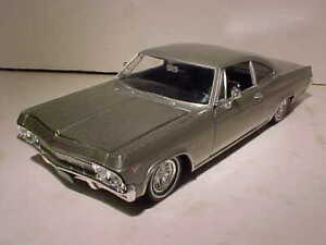 1965 Chevy Impala 396 SS Coupe Die-cast Car 1:24 Welly 8 inch Silver NO BOX