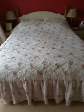 Vintage Floral Light Weight Bedspread to fit double bed.