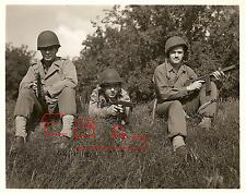 WWII PHOTO 8X10 ETO US PARATROOPERS GEAR UP FOR D-DAY HELMET AIRBORNE 101ST