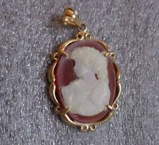 fine 10K yellow gold glass cameo pendant