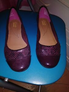 Clarks flat shoes size 5 new