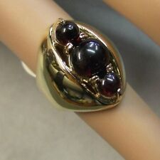 9 ct GOLD second hand three stone garnet ring