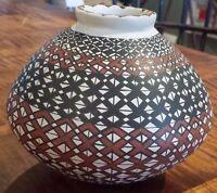 "Rare Mata Ortiz Hand-Coiled Pottery Vase signed Maria Saenz 4.5"" Tall"