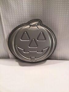 Halloween smiling Jack o Lantern cake pan metal non stick bake ware pumpkin 90s