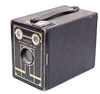 VINTAGE CLASSIC ANTIQUE TARGET BROWNIE SIX-20 BOX CAMERA MADE IN U.S.A. BROWNIE