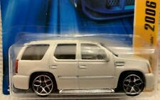 Hot Wheels 2006 - NEW MODELS #34 - '07 CADILLAC ESCALADE - WHITE -5Y WHEELS