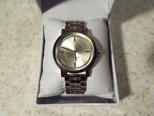 MENS NINE WEST QUARTZ WATCH IN BOX GOLD TONE WATCH, BAND AND DIAL