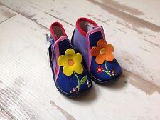 P29 - Chaussons Fille NEUFS  Babybotte - Modèle Majik bleu fleurs (49.00 €)