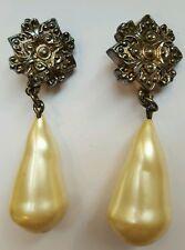 Imposante boucle d'oreille a clips vintage Chantal Thomas argenté et perle.A497.