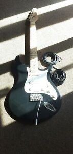"Behringer iaxe 393 PnP USB electric guitar+ 1/4"" guitar lead in good condition"