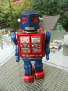 Horikawa (SH) Japan Tin Super Astronaut Red Fly Eye Robot