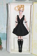 Barbie Classic Robe Noire  NRFB  ARTICULEE