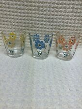 SET OF 3 VINTAGE  6oz JUICE GLASSES. BEAUTIFUL FLOWER DESIGN.