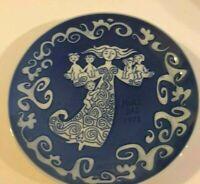 Royal Copenhagen 1972 Mors Dag (Mother's Day) Plate