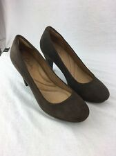 Clarks Ladies Round Toe Low Heel Pumps Brown Suede Size 6M RH3447