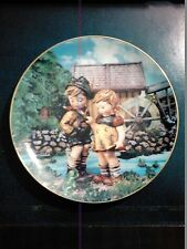 1 M.J. HUMMEL DANBURY MINT PLATE NO. LN1219 LITTLE COMPANIONS HELLO DOWN THERE