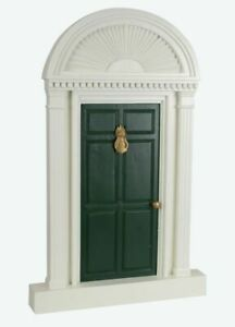 Byers' Choice Green Door With Pineapple (6312)