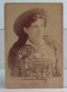 1880s ANNIE OAKLEY CABINET CARD PHOTO - BUFFALO BILLS WILD WEST SHARPSHOOTER