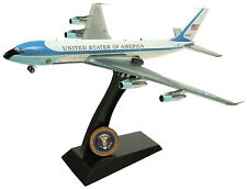 IFAF 1VC-137CP 1/200 USAF Air Force One VC-137 26000 con Soporte Negro & moneda