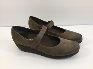 Munro American Women's Suede Mary Jane Brown Wedge Shoes Size 11 Narrow