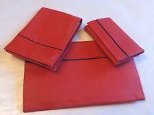 Ensemble rouge composé de 1 porte document, 1 porte feuille porte monnaie et 1 p