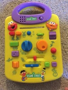 Sesame Street Elmo and Zoe Giggle Sound Station Toy Mattel 2000