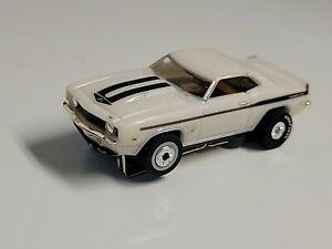 Model motoring white yenko camaro 1969 w/ auto world chassis