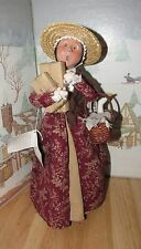 BYERS CHOICE Williamsburg Shopper Woman w Packages Basket w Goose 2004 *