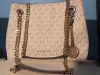 Michael Kors Signature Jet Set Chain Messenger Purse Medium Handbag