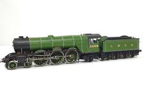 Hornby R2598 Gladiateur Locomotive, Tender 2569 LNER A1 OO Gauge 4-6-2 DCC READY