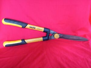 """Stanley Accuscape 24"""" (60cm) Wavy Blade Hedge Shears, Black/Yellow LONG HANDLES"""