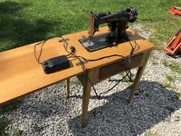 SINGER SEWING MACHINE WITH MOTOR BAJ3-8 PATENTED 1949 CANADA With Sewing Table