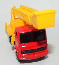 Maisto Die Cast Lift truck in Yellow New Without the Box
