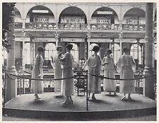 D2666 Milano - Grande Magazzino - Gruppo di Manichini - 1922 vintage print