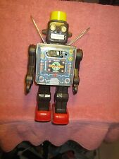 "FANTASTIC 1960'S HORIKAWA BATTERY OPERATED 11"" 'FIGHTING MARTIAN' TIN ROBOT"